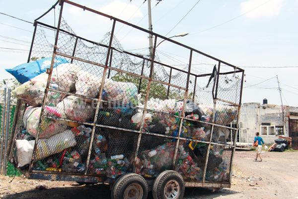 Buscan poner en cintura a chatarreras para despejar vía pública de desperdicios