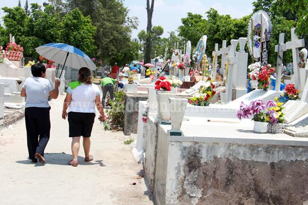 800 usuarios del Panteón Municipal no han cubierto refrendo anual