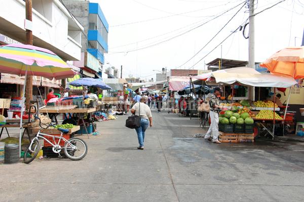"""Ambulantes hacen su """"agosto"""" con vía pública para sacar provecho personal"""