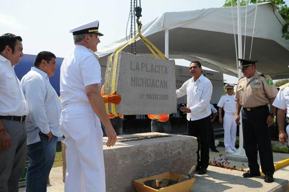 Firman convenio y colocan primera piedra de Estación Naval en Aquila