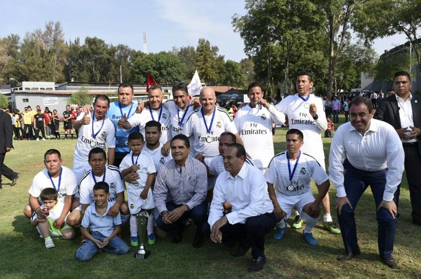 Premia Gobernador a ganadores de Torneo de Futbol Interprocu 2016