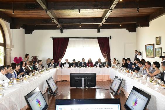 Comparte Silvano Aureoles avance del Pladiem 2015-2021 con diputados michoacanos