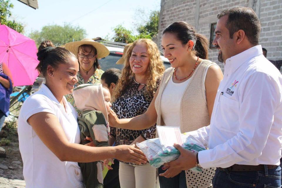 Entregaron en Ixtlán más de 700 tarjetas para Leche Liconsa