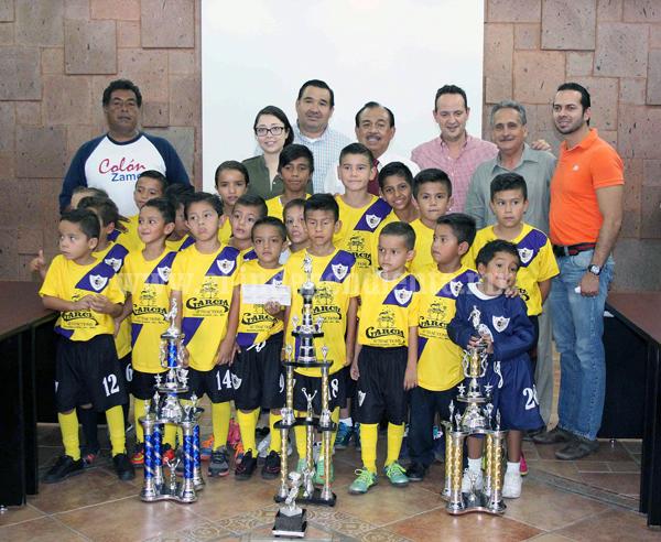 Alcalde recibio a selecciones infantiles de fútbol