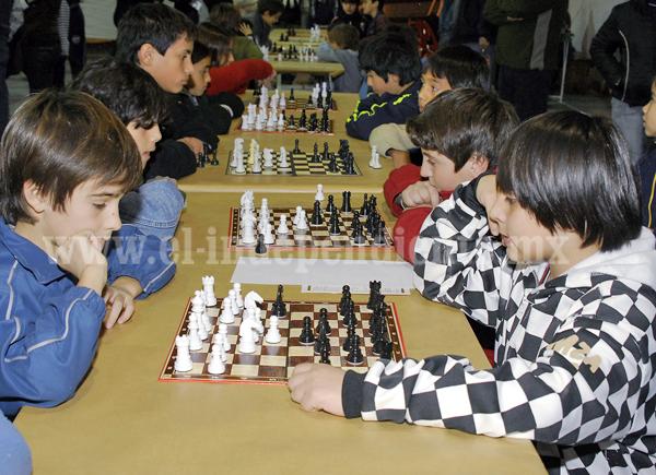 Convocan a participar en Torneo de Ajedrez