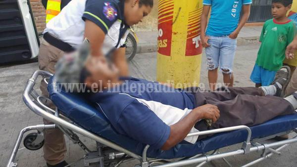 Ciclista herido tras ser atropellado por una camioneta; el chofer huyó
