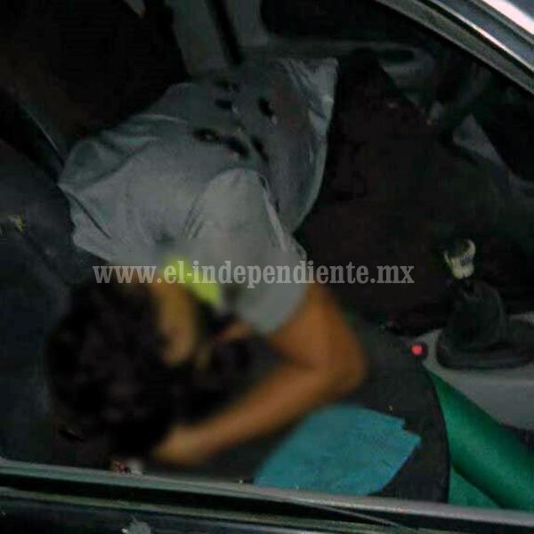 Queda muerto a balazos dentro de un auto en la Avenida Juárez de Zamora