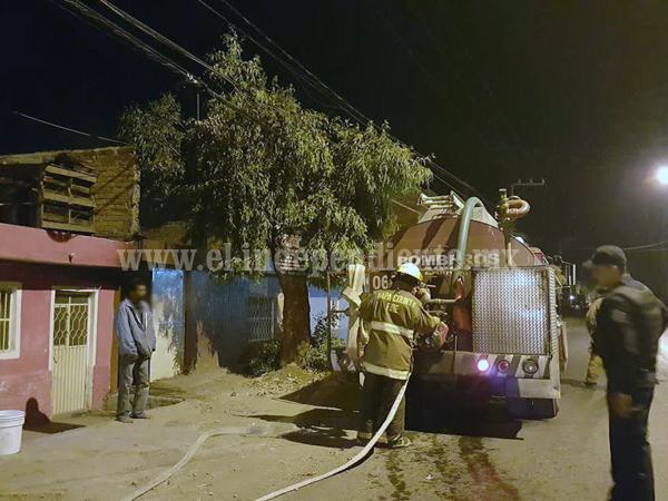 Incendio de domicilio en la Avenida Juárez moviliza a Bomberos de Zamora