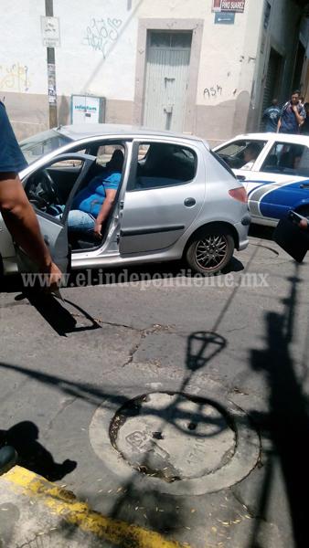 Pistoleros matan a un hombre y hieren a su esposa a bordo de un automóvil en el Centro de Zamora
