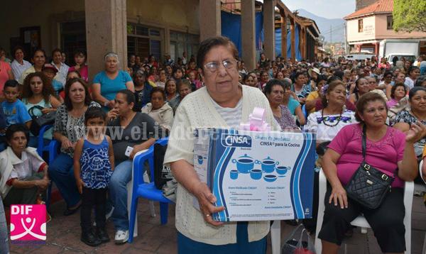 DIF Tangancícuaro festejó a las mamás en su día