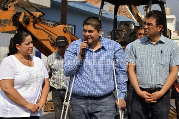 Invierten más de 1 millón de pesos en redes de agua potable y saneamiento