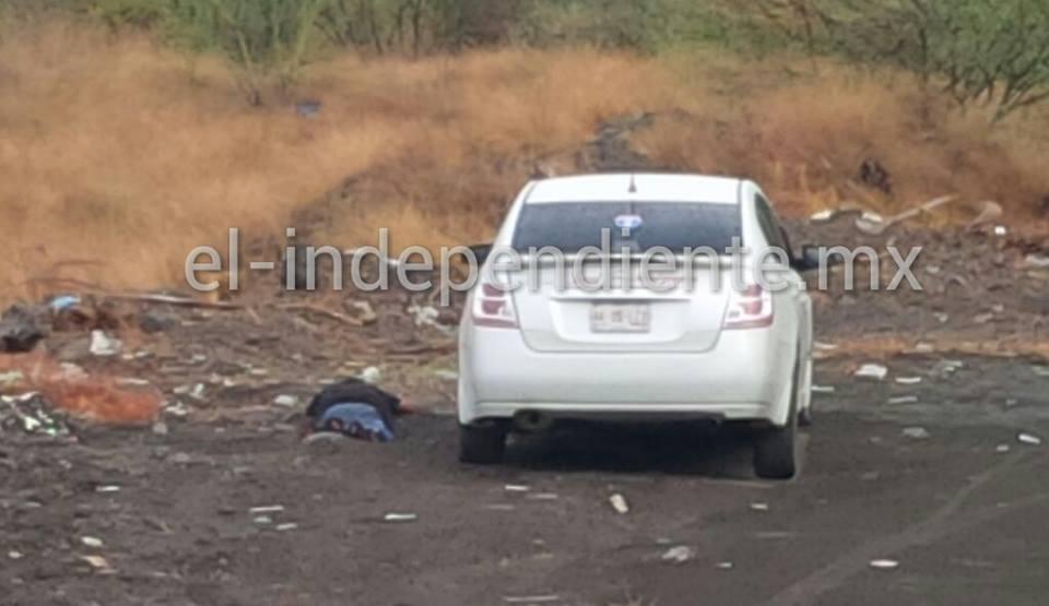 Hallan muerto a un taxista por impactos de bala, en Apatzingán