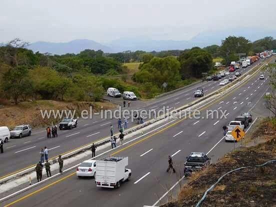 Se enfrentan federales en autopista Colima - Guadalajara tras detención de uno en Colima