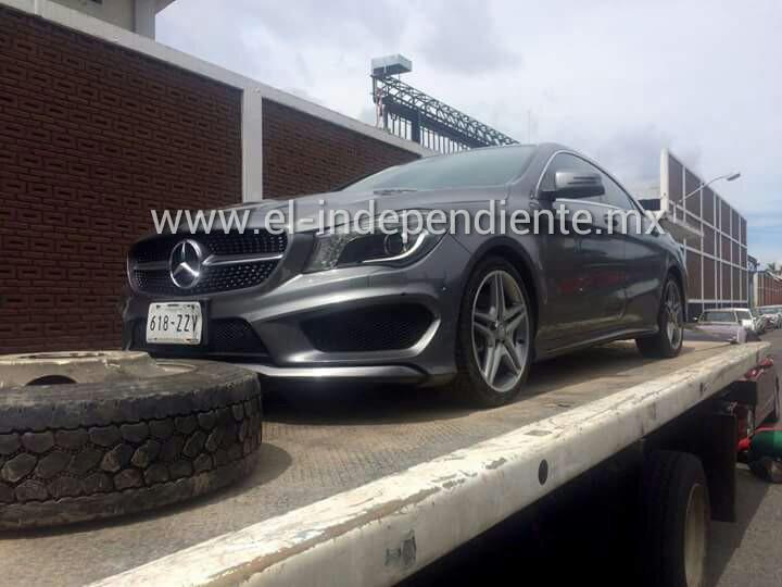 Asegura PGJE dos vehículos de lujo con alteraciones en sus medios de identificación