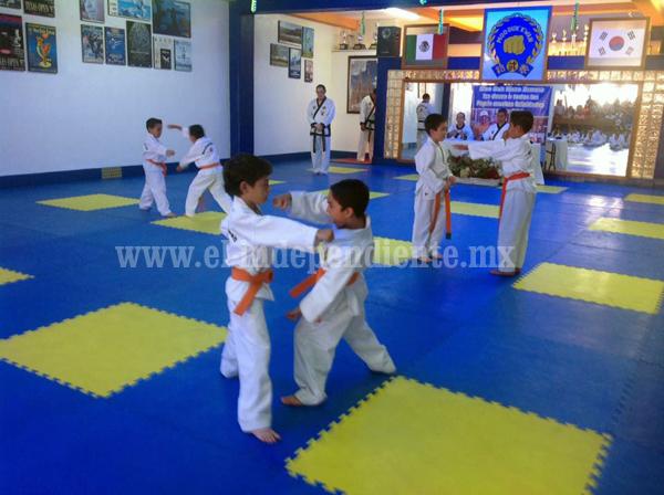 Moo Duk Kwon realizó exámenes de promoción a Grados Kup