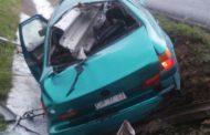 Automovilista queda herido al volcar su unidad