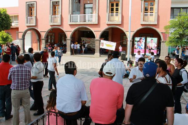 Ciudadanos repudian toma de Presidencia Municipal a manos de maestros