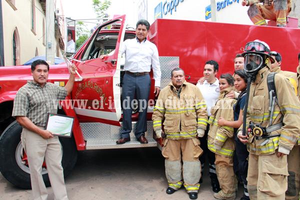 Protección Civil  de Jacona recibió un camión de bomberos