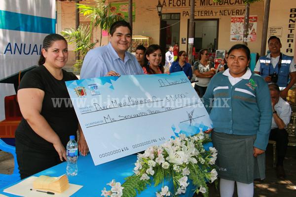 Destinan casi 900 mil pesos para otorgar Becas Municipales