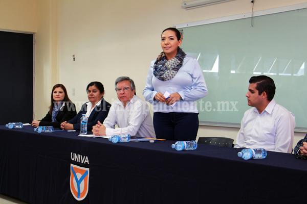Adriana Campos Huirache aportó 50 mil pesos para incubadora de empresas
