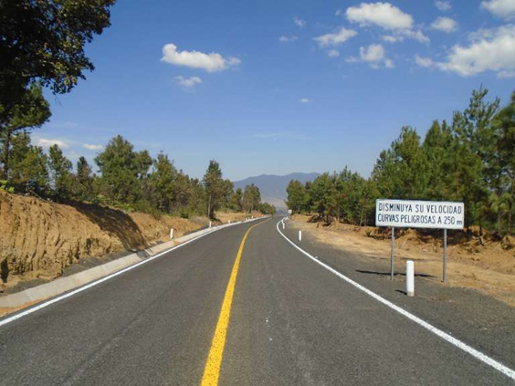 Concluye Junta de Caminos construcción del camino Chilchota - Huecato