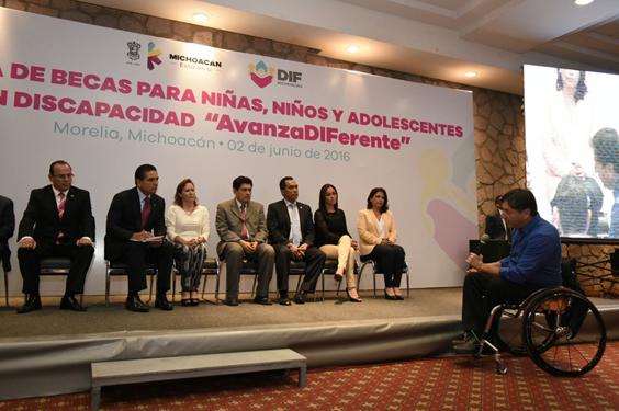 Arranca Silvano Aureoles programa de becas para niñas, niños y adolescentes con discapacidad