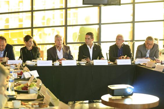 Revisan Gobernador, SCT y ciudadanos avances en infraestructura para Michoacán