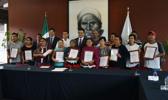 Reconoce Gobernador a artesanos ganadores del Gran Premio Nacional de Arte Popular 2016