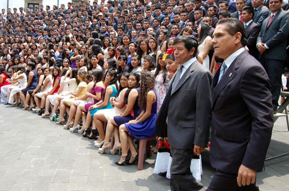 Apadrina Silvano Aureoles a egresados de la Universidad Autónoma Chapingo