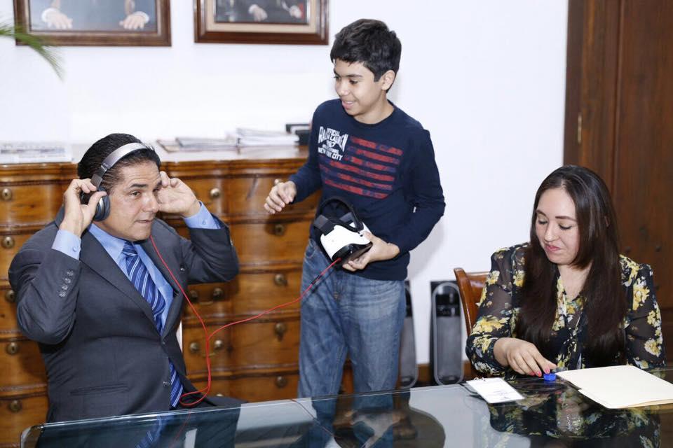 Se reúne Silvano Aureoles con niño prodigio zamorano