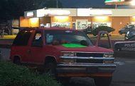 Hallan 3 cadáveres descuartizados en una camioneta, en Jacona; tenían narcoletrero
