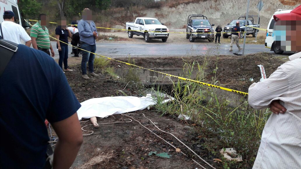 Dos muertas y 4 lesionados en choque de combi y taxi, cerca del Cereso El Bordonal