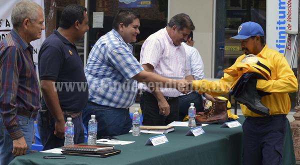 Ayuntamiento de Tangancícuaro reconoció y equipó a Brigadistas de Patamban