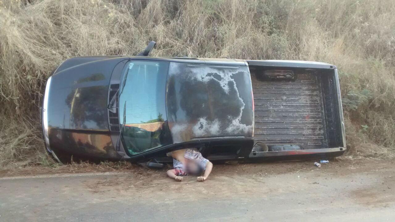 Padre e hijo que viajaban en su camioneta fueron emboscados a balazos y el primero de ellos murió