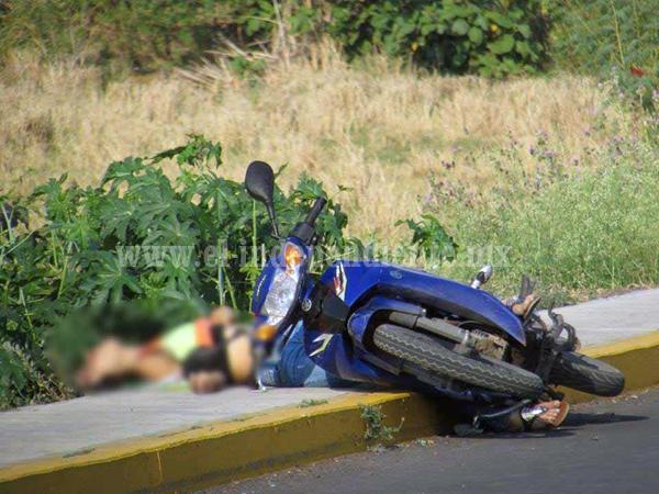 Asesinan a mujer mientras viajaba en una motocicleta en Zamora