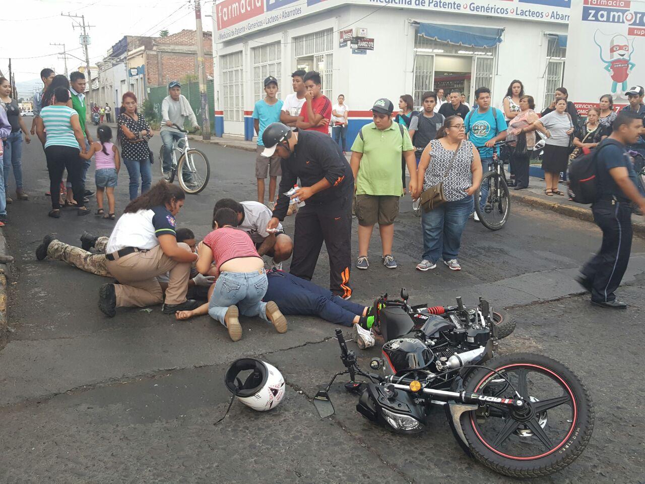 Camión urbano atropella a pareja; la mujer resulta lesionada en Zamora