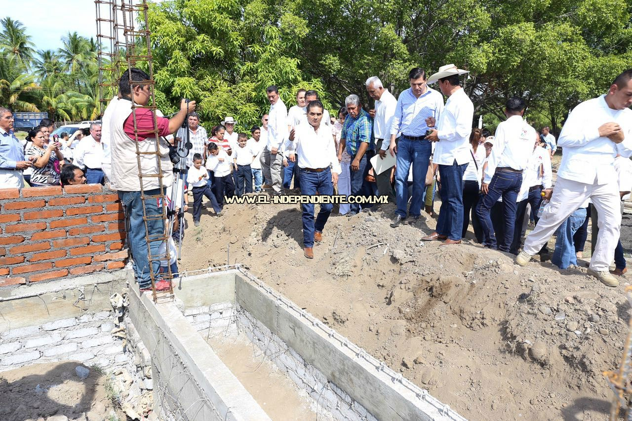 Revisa Gobernador trabajos de construcción y rehabilitación de escuelas de Cenobio Moreno