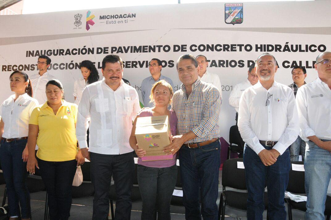 Entrega Gobernador obra en el municipio de Aguililla