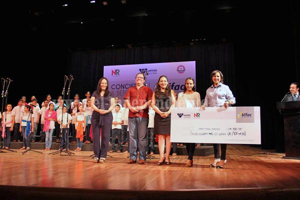 Noemí Ramírez otorga donativo de casi 35 mil pesos a fundación VIFAC