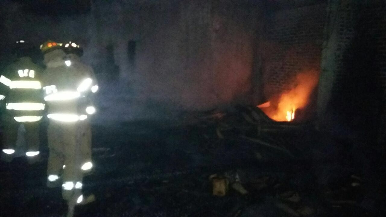 Arde carpintería en San Lorenzo.
