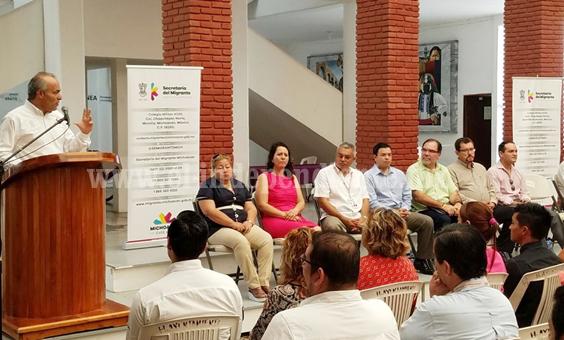 Acercan beneficios del seguro social de EU a migrantes de Lázaro Cárdenas