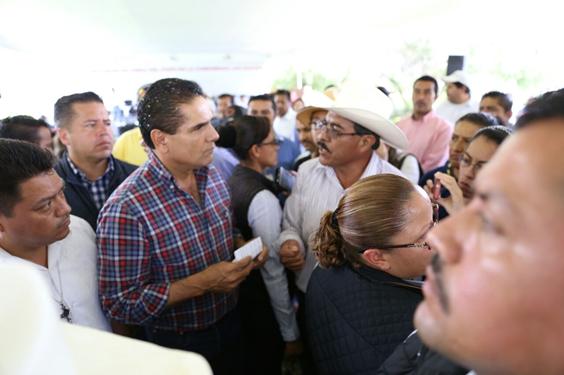 Sostiene Gobernador en Senguio diálogo con agremiados de la CNTE