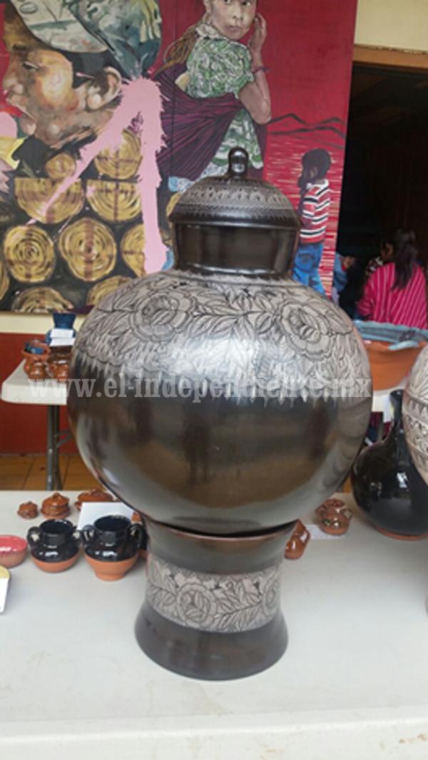 Artesanos de Chilchota mostraron la calidad de sus creaciones