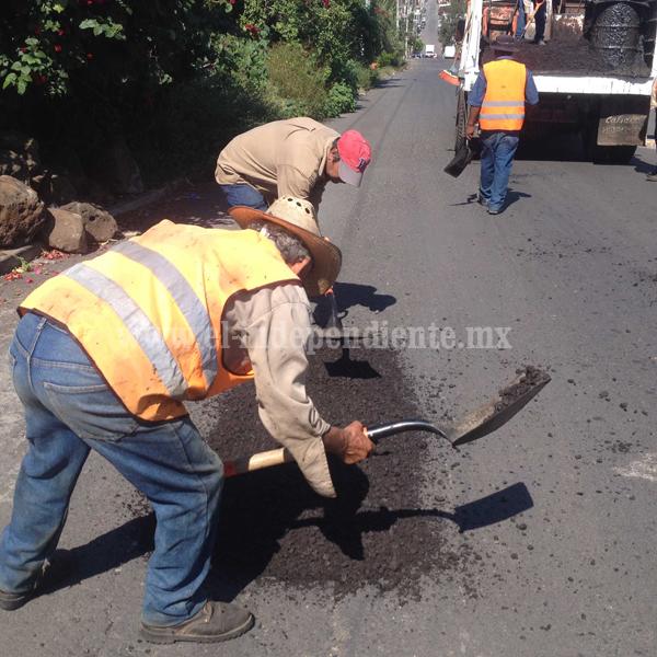 Gobierno municipal mantiene de forma permanente labores de bacheo