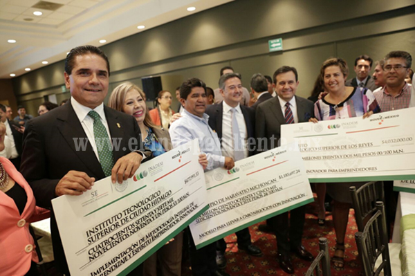 Pide Silvano Aureoles unir voluntades y esfuerzos para consolidar desarrollo