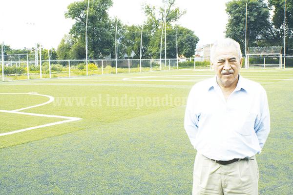 Dr. Diego Espinoza convoca a curso de verano 100% fútbol.