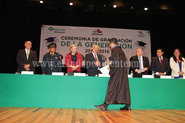 Egresaron casi 200 profesionales técnicos del CONALEP Zamora