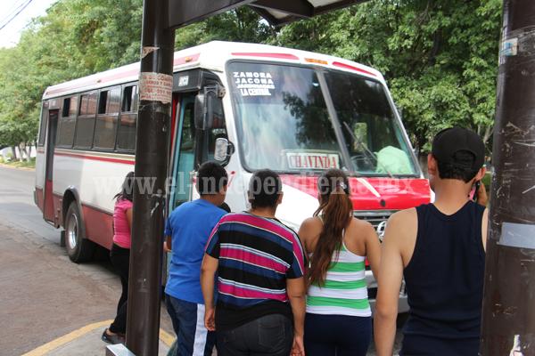 Transportistas amagan con paro de servicio público por invasión de rutas