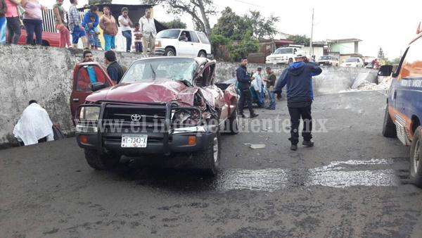 Pipa sin frenos se lleva tres vehículos en Tocumbo; al menos 8 lesionados