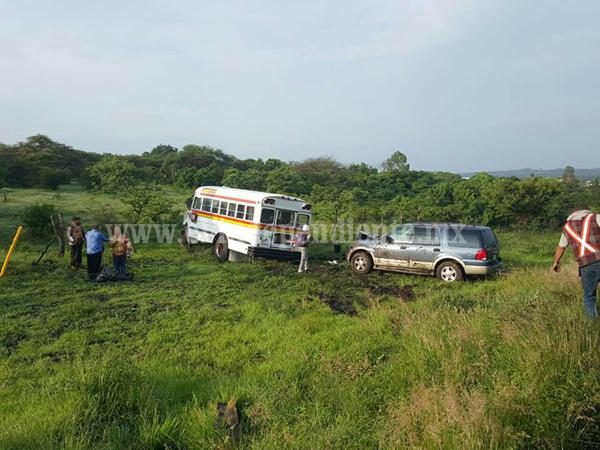 """Aparatosa carambola vehicular en la curva de """"El Colesio"""" en Ecuandureo"""